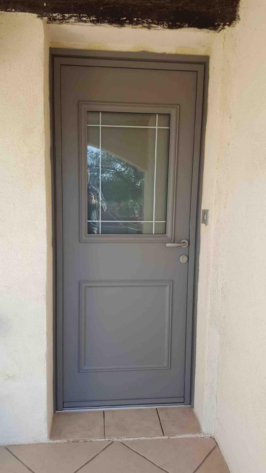 Pose porte d 39 entr e k line mod le rectangle pos sur sausset les pins sma - Pose porte entree ...
