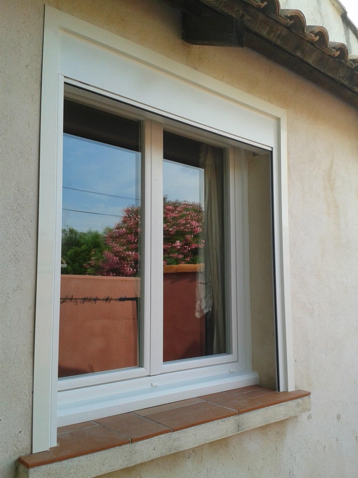 Ensemble Fenêtre En Pvc Et Volet Roulant En Aluminium Sur Martigues