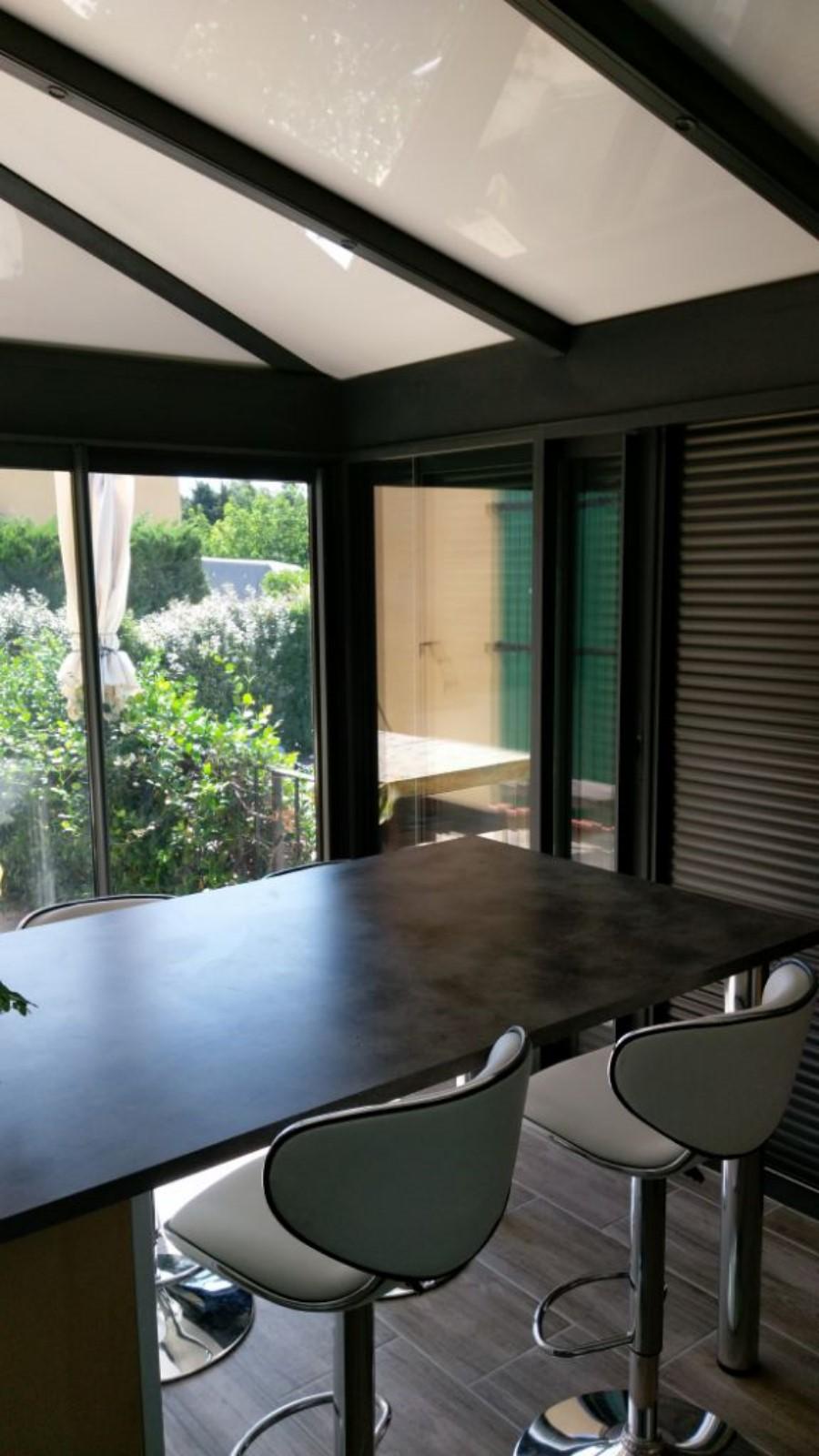 Véranda avec toiture isolante et éclairage led sur Lançon de provence - SMA